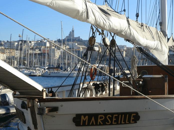 Bateau sur le port de Marseille