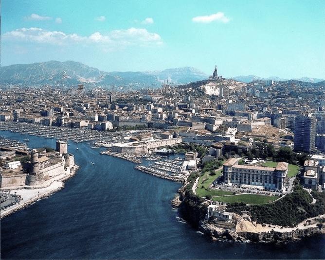 Marseille et sa mer vue d'en haut