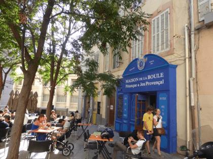 Petit restaurant dan les rues de Marseille